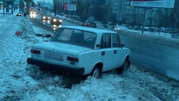 На Київщині двоє неповнолітніх за ніч викрали дві автівки