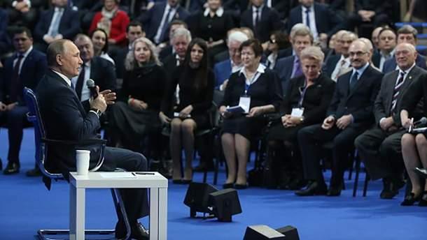 Володимир Путін під час зустрічі із прихильниками