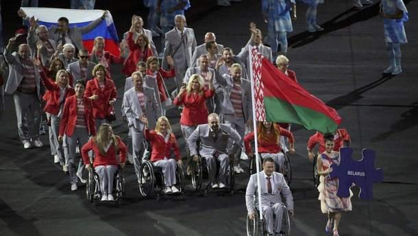 Белорусская сборная с российский флагом