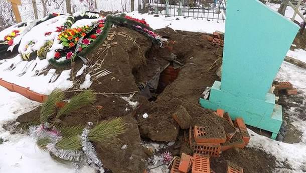 На Одещині вандали пошкодили могилу
