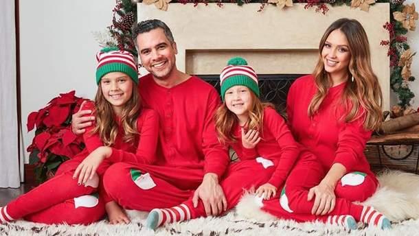 Джесіка Альба з чоловіком та дітьми