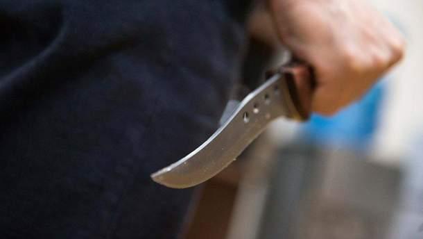 В России в школе мальчик ранил ножом девочку (иллюстрация)