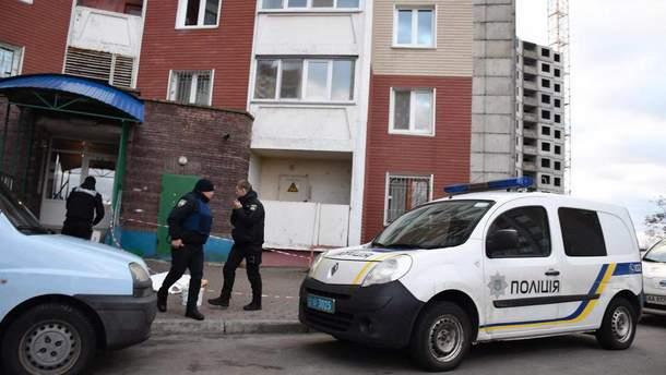 Дочь выбросила труп матери на улицу в Киеве