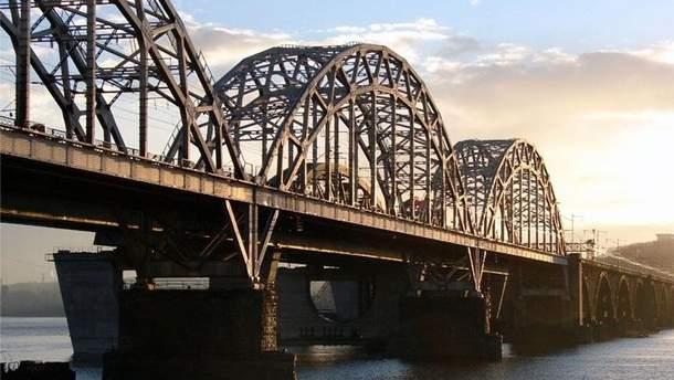 С Дарницкого моста в Киеве прыгнул мужчина