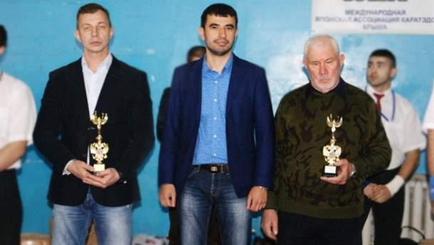 """Ймовірний екс-заступник """"міністра спорту"""" Фарух Камалов (по центру)"""