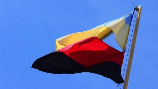 Красно-черный флаг в Тернополе теперь будут вывешивать вместе с сине-желтым