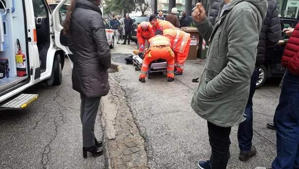 В итальянском городе Мачерата неизвестные открыли огонь из автомобиля по прохожим