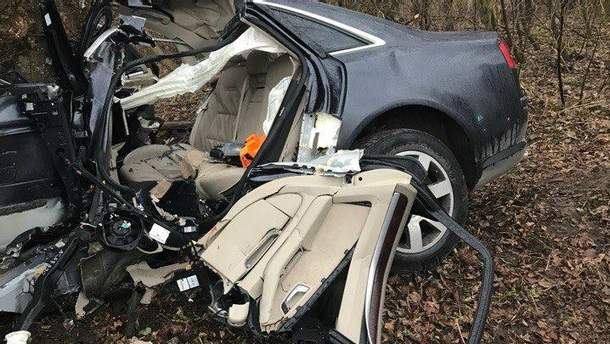 У Трускавці машина врізалася в дерево: двоє загиблих