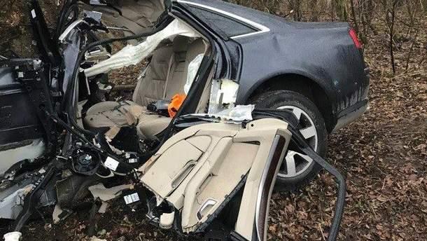 В Трускавце машина врезалась в дерево: двое погибших