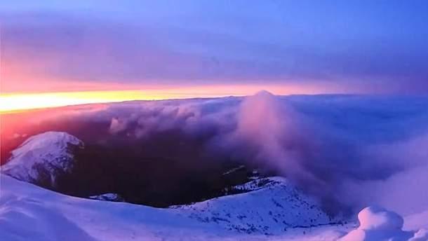 Рассвет на горе Поп Иван в Карпатах