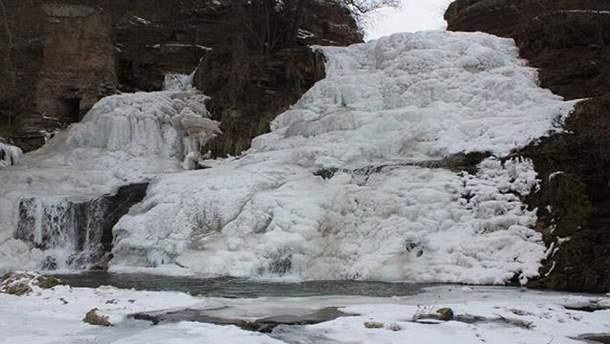 Джуринский водопад замерз