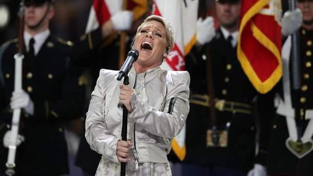 Певица Пинк сконфузилась перед выступлением на Super Bowl-2018