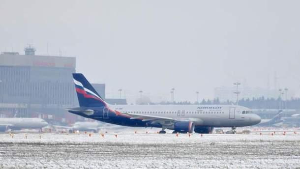 """Самолет компании """"Аэрофлот"""" зимой"""