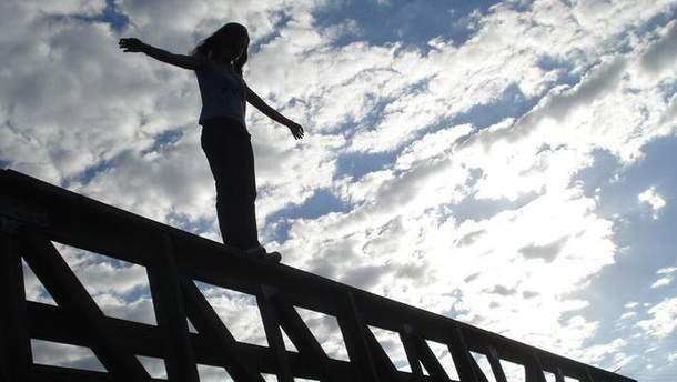 Девушка прыгнула с моста в Ивано-Франковске