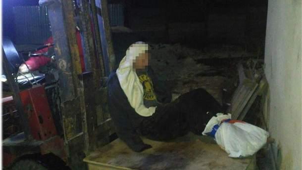 В Одессе спасли мужчину, который примерз босыми ногами к крыше дома