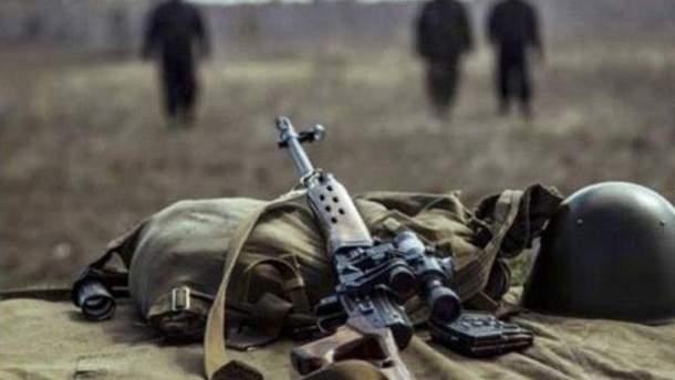 Боевики во время обстрелов на Донбассе ранили украинского военного