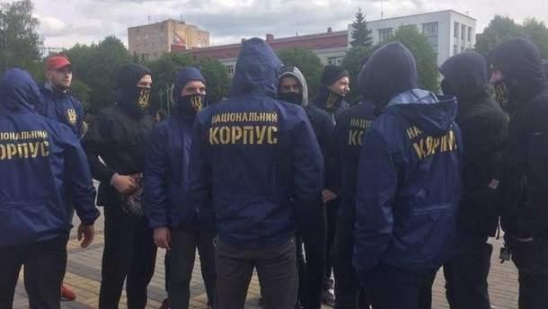"""""""Нацкорпус"""" побив комуністів, які роздавали провокативні листівки"""