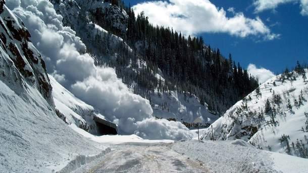 Сходження лавини у Карпатах (ілюстрація)