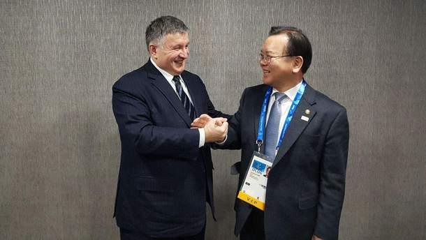 МВС планує домовитися про взаємне визнання водійських посвідчень з Південною Кореєю