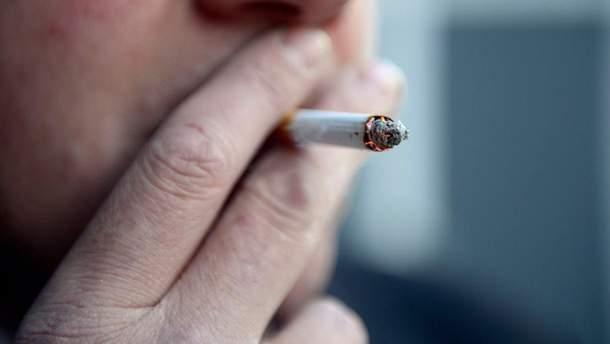 У Польщі курців хочуть змусити довше працювати