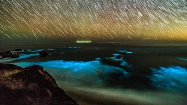 У побережья Калифорнии засиял океан