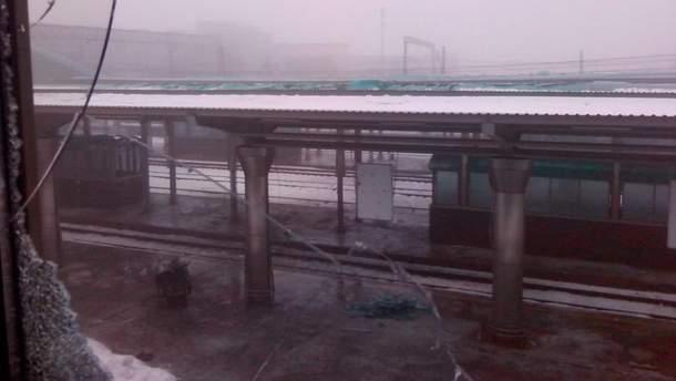 В сети показали фото разрушенного вокзала в Донецке