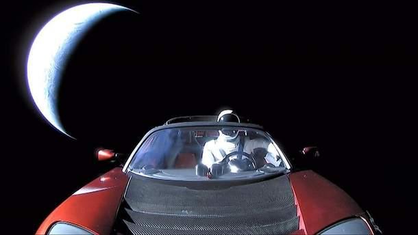Tesla Roadster в космосе