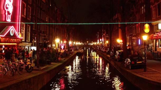 В Амстердамі вводять суворі правила для відвідувачів кварталу Червоних ліхтарів