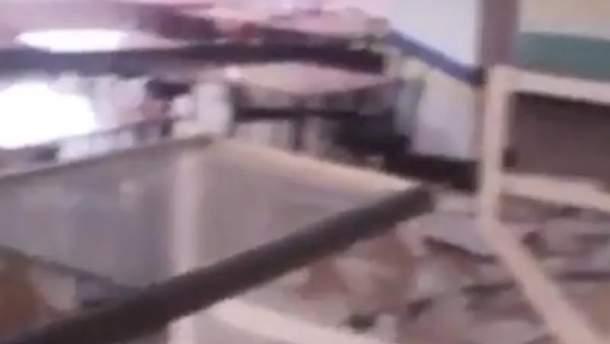 На Миколаївщині на учнів упала стеля