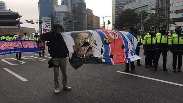 В Южной Корее хотели сжечь флаг КНДР