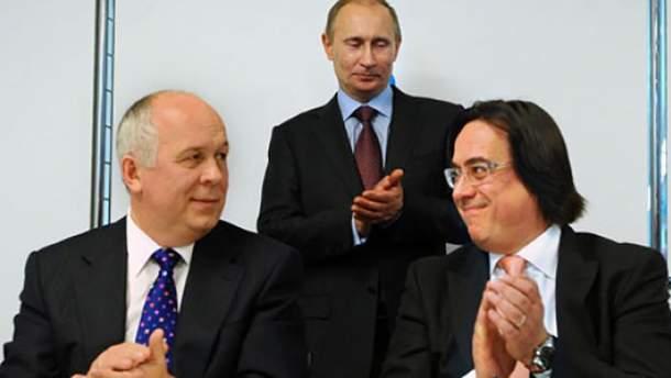 Сергій Адоньєв (праворуч) поруч із Володимиром Путіним