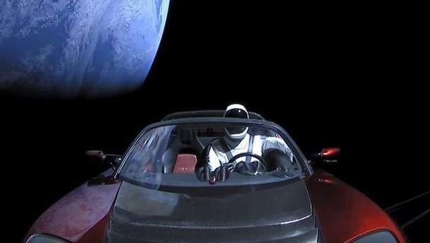 Маск спрятал на Tesla Roadster секретный груз