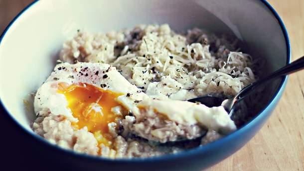 Овсянка с яичницей – это сбалансированный завтрак