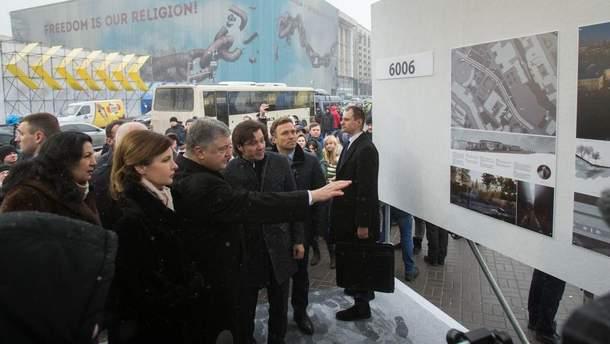 Порошенко показал проекты Мемориала Героев Революции