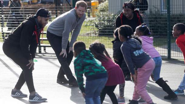 Принц Гаррі провів зарядку для малюків: миловидне відео
