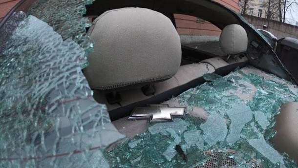 Розтрощене авто під Солом'янським судом у Києві