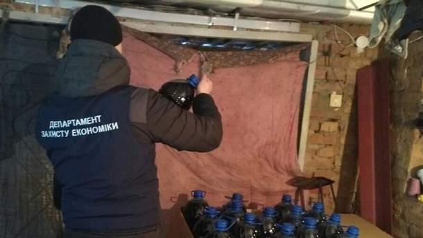 Правоохранители изъяли почти 12 тысяч литров суррогатного алкоголя