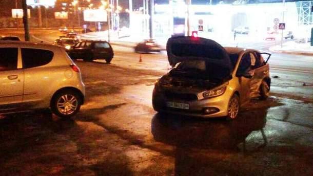 Серьезное ДТП в Киеве: девушку в обмороке забрала