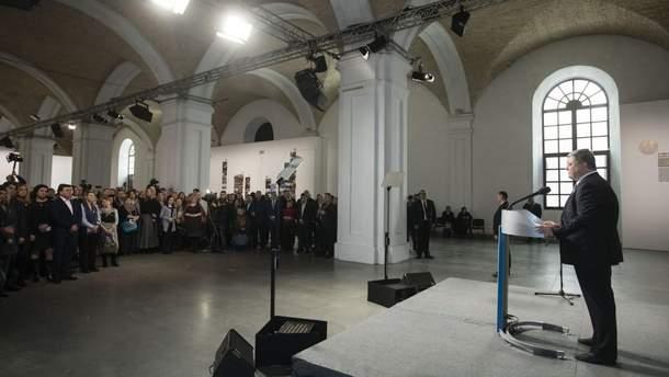 Порошенко підписав закон про пенсії рідним загиблих учасників Революції гідності