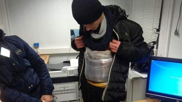 Мужчина пытался ввезти в Крым украинские сыр и колбасу