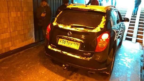 Джип въехал в подземный переход в Санкт-Петербурге