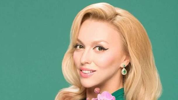 Оля Полякова знялась у стильній фотосесії