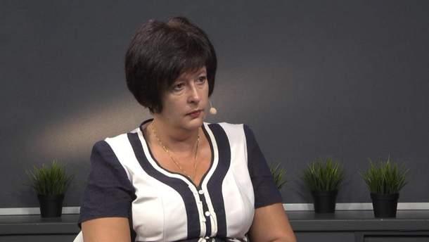 Лутковская считает дискриминацией действия полиции, которая заставляла женщин раздеваться в суде