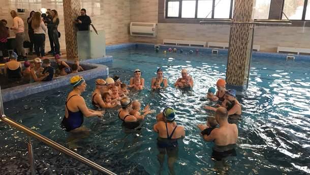 У Рівному відбулися унікальні міжнародні змагання з малючкового плавання