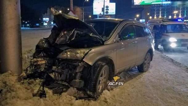 В новосибирске авто влетело в толпу пешеходов