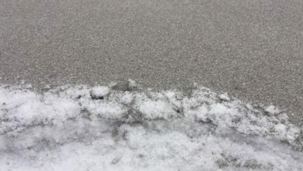 На Прикарпатті випав сірий сніг