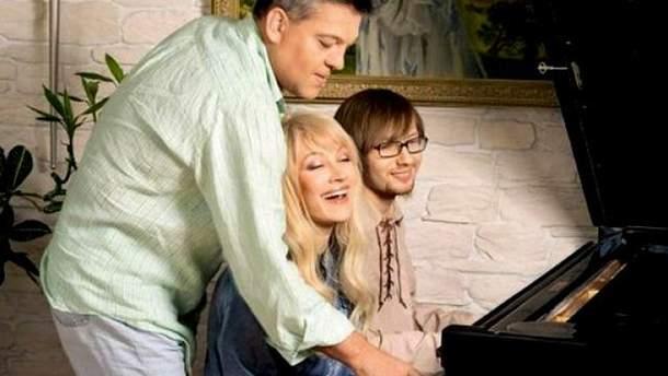 Таїсія Повалій з сином Денисом та чоловіком