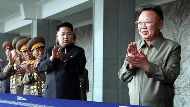Ким Чен Ын с отцом Ким Чен Иром