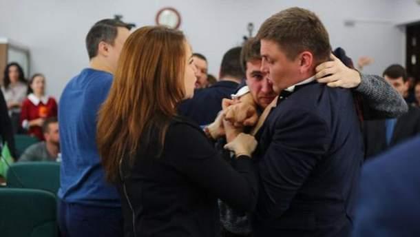 В Луцке депутаты подрались на сессии горсовета