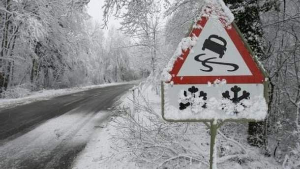 Через негоду до семи міст України заборонений в'їзд вантажівок: перелік доріг